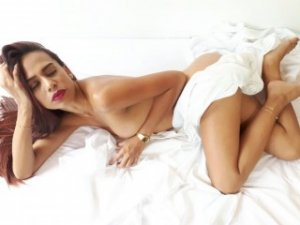 Leonnie live escort in Fort Washington and thai massage
