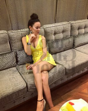Lounea live escort, thai massage
