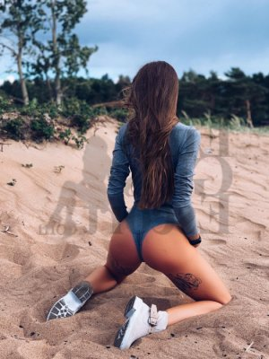 Aniele erotic massage in San Carlos and escort girl