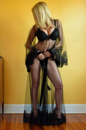 Anna-rose tantra massage in Marinette & call girls