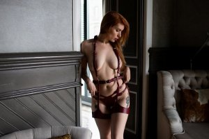 Carrie escort girl in Oakland CA & erotic massage